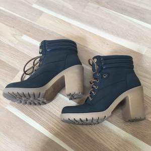 Black Shoes! Looks like New!