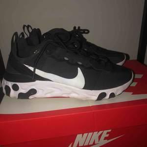 W Nike React Element 55 Använda en gång, säljer pga. för liten storlek.  Som nya! Ord pris. ca 1300kr  OBS! KAN TÄNKA MIG GÅ NER I PRIS VID SNABB AFFÄR! 😊