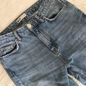 Mina favvo jeans är för små! Supersnygga med hög midja från ginatricot. Älskar dem men måste väl släppa taget! 😂 grattis du som får ta över. Du står själv för frakt 😉