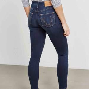 Vita true religion jeans, samma passform som på bilden fast vita.  Inköpspris 1999kr  Aldrig använda