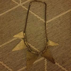 Coolt halsband, köparen står för frakten!