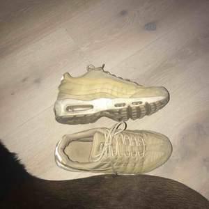 Snygga Nike air max 95 i jätte bra skick!  Köpte för 1500kr