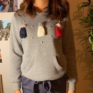 Supersöt hoodie till jul eller annat tillfälle. Köpte står för frakt💕