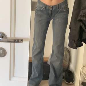 Säljer mina lågmidjade jeans  det blir budgivning eftersom så många är intresserade högsta bud : 150kr+ frakt