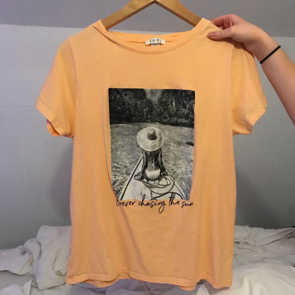 Använd 1 gång så i mycket bra skick. XL men väldigt liten i storleken skulle jag säga. Jag som har XS vanligtvis har använt den som en aningen oversized tröja. . T-shirts.