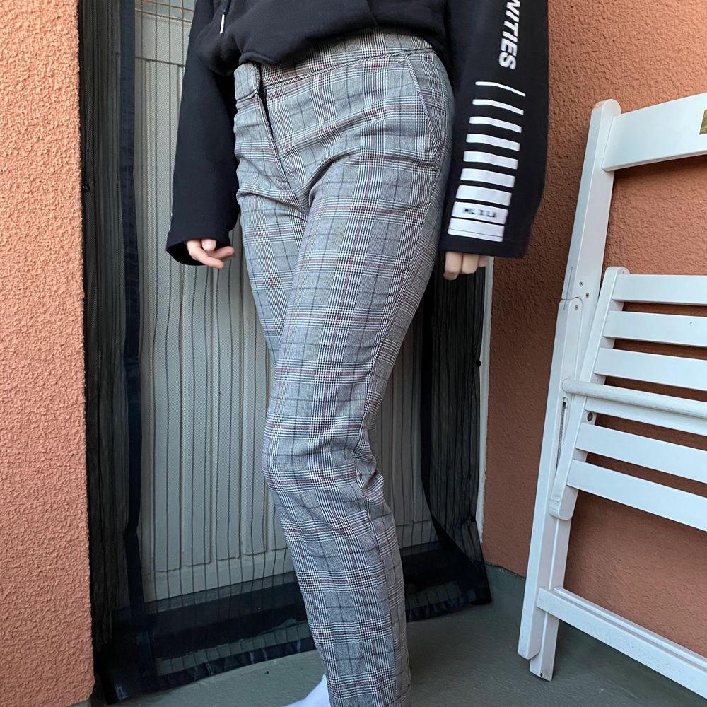 Sköna och stretchiga kostym byxor från H&M, använd fåtal gånger!!. Jeans & Byxor.