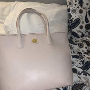 Rymlig snygg väska köpt på accent🥰