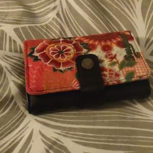 En fin plånbok från Desigual som är köpt för 800kr!