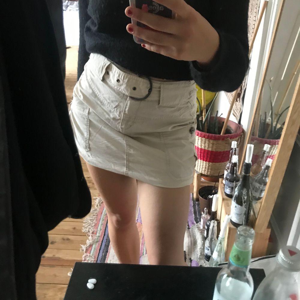 Säljer denna svin snygga kjol eftersom att den tyvärr inte används:( . Kjolar.