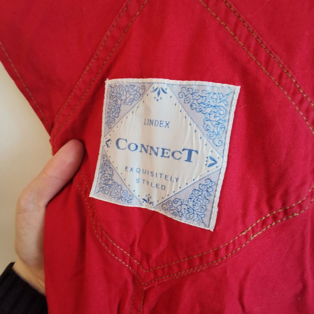 gamla 80tals hängselshorts, välanvända men i bra skick, dm för fler bilder etc!  👚frakt ingår. Jeans & Byxor.