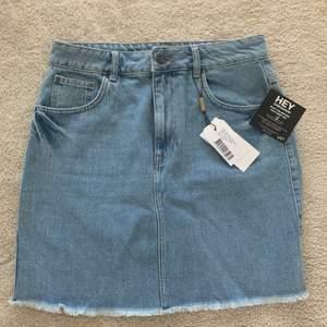 Superfin, Oanvänd jeanskjol, från NELLY. Köparen står för frakten.