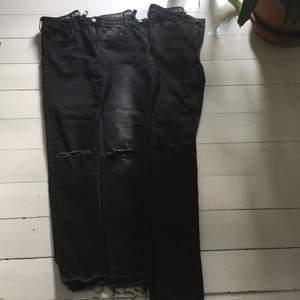 3 olika jeans med hål på knäna. från H&M. Strl 36. Skinny High Waist och super stretch. Priset är inklusive frakt.