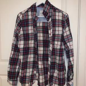 Skjorta från HM, endast använd fåtal gånger