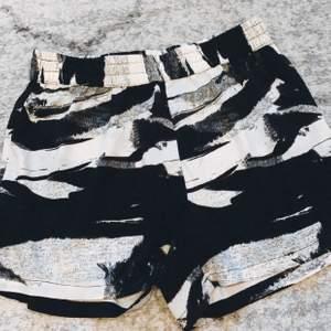Jätte sköna shorts att ha på sommare, i tunn material 🥳✨ frakt tillkommer