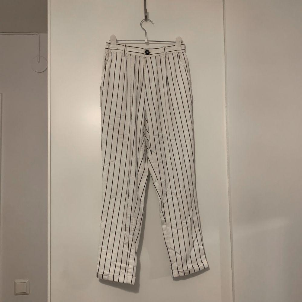 Kostymbyxor med hög midja. (+ frakt) . Jeans & Byxor.