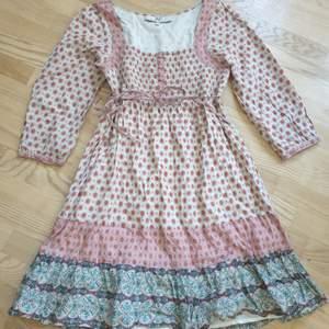 Så fin klänning från Jsfne Pris är med frakt.