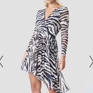 Klänning köpt från NAKD. Säljs för 150kr✨ passar xxs-m💕