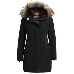 Säljer nu min vinter jacka. Använd under en vinter håller en verkligen varm! Kan gå ner i pris vid snabb affär!