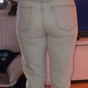 Säljer dessa jeans då är för små. Köpta här på Plick. Ny skick. Kom med bud