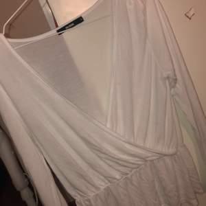 Söt tröja från Bikbok i strl M. Köpt för 199kr säljer för 70kr. Nästan oanvänd. Den passar även dig som har  XS-S i storlek.