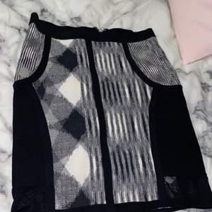 I princip oanvänd kjol från usa, strechigt material