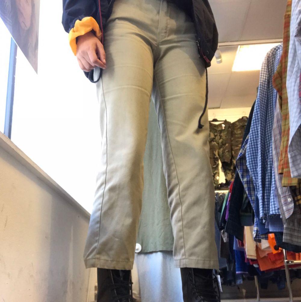Dickisbyxor som är för korta för mig är 174cm! Super trendiga och dyra att köpa!. Jeans & Byxor.