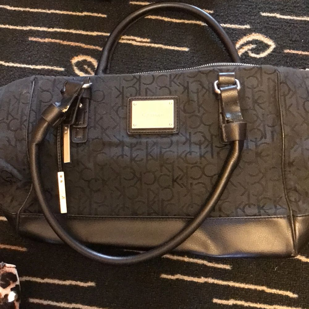 En väska från Calvin klein. Väskor.
