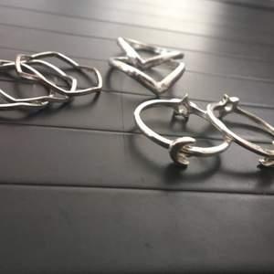 Jätte söta ringar men har tyvärr aldrig kommit till användning💞 10-15kr st eller alla för 60kr⚡️