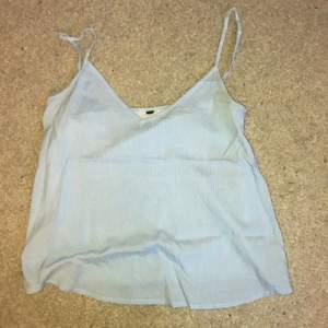 Sommar linne som har juster bara band, det är blå randigt! Passar s