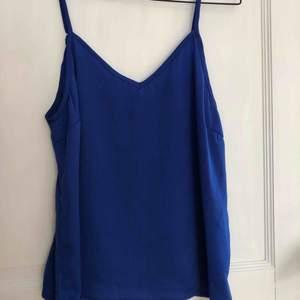 Så fint linne i silke! Aldrig använt!♻️🌱 Köparen står för frakt🌍 Behöver bli av med allt snabbt! Annars skänker jag det!✨