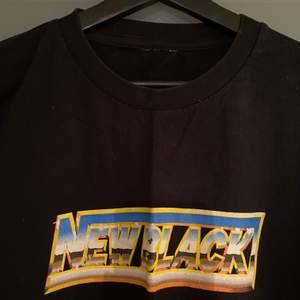 Långärmad tröja från New Black. Använd en gång och klippt av lappen i nacken. Storlek M.