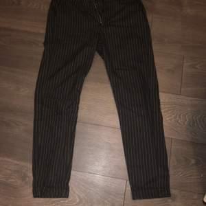 Gabba kostymbyxor i storlek M, köpta från jeansbolaget för 999kr bra skick