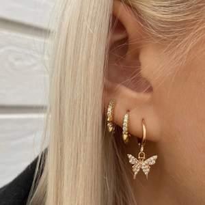 Jag o 2 kompisar har nu startat vårt uf företag där vi säljer smycken! Det är våra smycken på bilderna! Följ oss på insta för att ta del av kommande smycken🥰 @cadena_uf