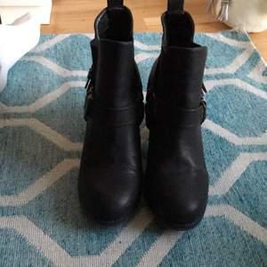 Boots från Din Sko i storlek 37, använda endast 1 gång