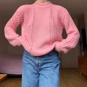 Rosa stickad tröja från Pieces, knappt använd så i mycket fint skick! +66kr frakt