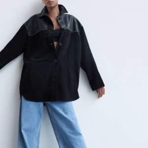 OANVÄND ‼️ Lite längre i modellen och perfekt jacka för många tillfällen 🖤🖤  (prislapp kvar)