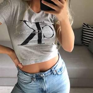 Äkta Calvin Klein t-shirt!! Croppad! Pris+frakt❤️