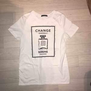 Superfina tröja från change med tryck, säljer på grund av att den inte kommer till användning. Frakt är inte inräknat i priset🥰