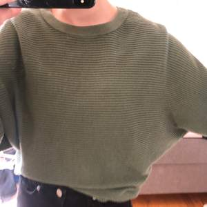 säljer denna tröja, använd några gånger❤️ priset kan jag sänka lite grann, frakt ingår ej🥰