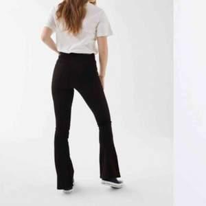 Säljer bootcut jeans från gina tricot!! Pris: 150kr inkl frakt 🦋