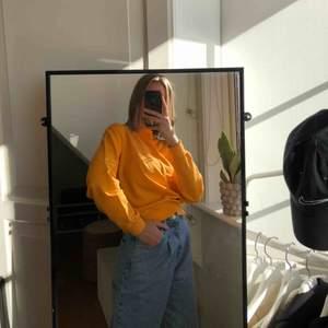 Sweatshirt från NAKD som är helt oanvänd!!🧡 köparen står för frakt☺️