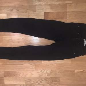 Svarta jeans från Gina i modellen Bonnie, använd fåtal gånger,