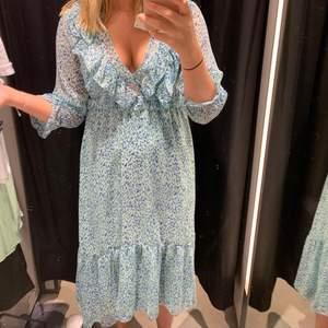 Super fin klänning från Zara. Använd 1 gång