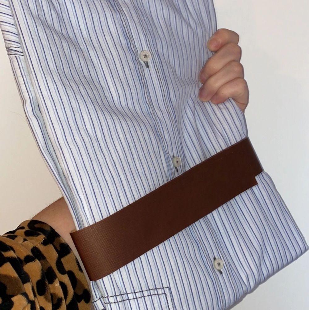 Skjorta. Storlek XL. Lappar kvar. Köparen står för frakten + allt sker via Swish. ✨. Skjortor.