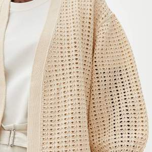 ARKET lace-stitch cardigan  Storlek: S  Använd 5 gånger  Möts upp vid Odenplan, st Eriksplan, Slussen & Fridhemsplan