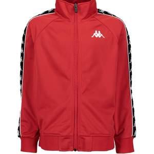 Röd zip up från märker Kappa, sjukt snygg med en vit t shirt eller linne. Köpt för 700, nypris: 300kr ( kan diskuteras) passar allt från XS-XL men är i storlek XL.