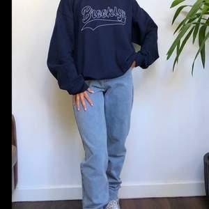 Fin aldrig använd college tröja! Den var lite stor då jag är jättelitet men skulle säga att den är en S❤️buda från 200kr