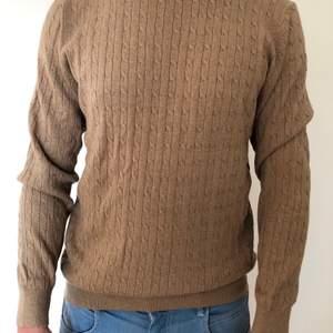 Långärmad beige tröja från Dressmann, aldrig använd.
