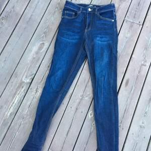 Jeans i mycket bra skick. Väldigt sköna!