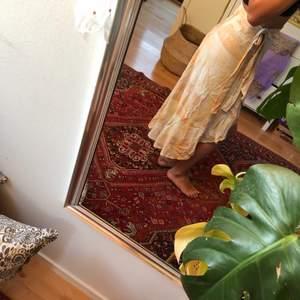 Så söt och somrig kjol från Carin Wester - köparen står för frakt🌻